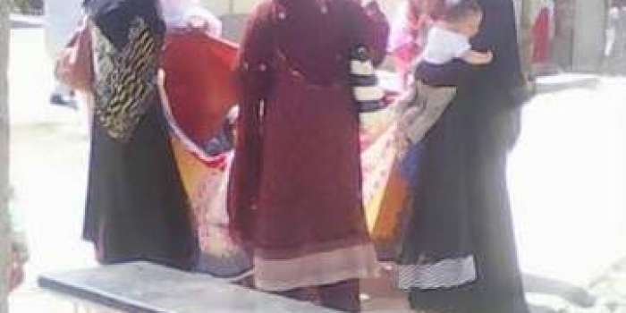 شیخ زائد ہسپتال راولاکوٹ:10روپے کی داخلہ چٹ نہ ہونے پرخاتون نے ہسپتال کے سامنے بچے کو جنم دیدیا