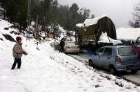 چترال میں بارش اور پہاڑوں پر برف باری ، لواری ٹاپ روڈ ہر قسم کی ٹریفک ..