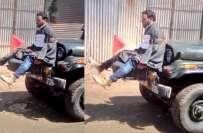 مقبوضہ کشمیر میں قابض فوج کا نوجوان کو کشمیری گاڑی کے آگے باندھ کر گشت