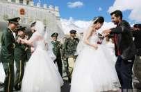 خنجراب پاس پر 3چینی جوڑے کی شادی، پاکستانی اہلکاروں نے رنگ جمادیا