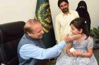 سماعت سے محروم بچی ندا خان کی کامیاب سرجری کے بعد وزیراعظم محمد نوازشریف ..