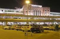 علامہ اقبال انٹر نیشنل ائیر پورٹ کے منیجر اختر مرزا نے اپنے افسران ..
