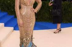 میٹ گالا ،بلیک لائیولی نے 35لاکھ ڈالر مالیت کا لباس پہنا