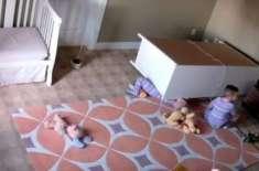 دو سالہ بچے نے اکیلے ہی حادثے کا شکار ہونے والے   اپنے جڑواں بھائی  کی ..