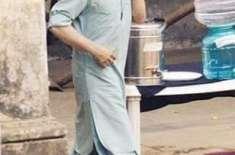 شاہ رخ خان کی شلوار قمیض اور پشاوری چپل میں تصاویر نے دھوم مچادی