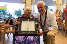 94 سالہ بوڑھی خاتون نے مکمل جی پی اے کے ساتھ کالج سے گریجویشن کر لیا