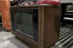 ری سائیکلنگ پلانٹ میں کام کرنے والے ملازم کو 30 سال پرانے ٹی وی سے 1 لاکھ ..