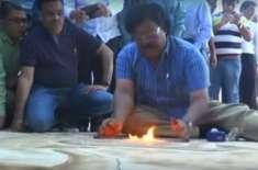 بھارتی فنکار نے آگ سے دنیا کی سب سے بڑی پینٹنگ بنا کر ورلڈ ریکارڈ بنا ..