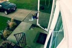 ہوا کے جھکڑ نے 4 سالہ لڑکی کو حقیقت میں اڑا دیا