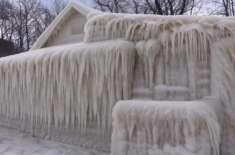 ٹھنڈی ہواؤں نے مکان کو ہی برف سے ڈھانپ دیا