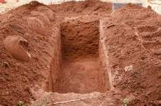 لاہور کے قبرستان میں کفن سمیت تین بچوں کی لاشیں قبر سے باہر آگئیں