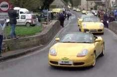 """بزرگ شہری کی""""بدصورت"""" کار پر خراش کیوں ڈالی؟ 100 پیلی گاڑیوں نے اظہار .."""