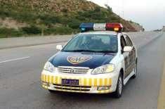 موٹروے پولیس نے خاتون کو زیورات واپس لوٹا دئیے