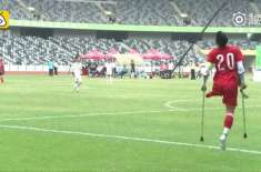ایک ٹانگ سے  معذورنوجوان  فٹ بالر چین کا سپر سٹار بن گیا