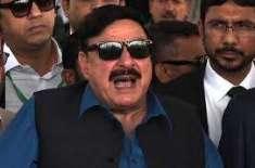 عمران خان وزیر اعلیٰ عثمان بزدار کے پیچھے کھڑا ہے ،پرسوں کچھ ہو جائے ..