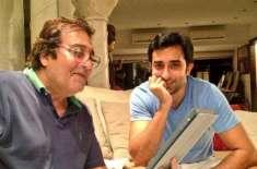راہول کھنہ نے اپنے آنجہانی والد ونود کھنہ کے ساتھ پرانی تصویر شیئر ..