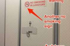 ہوائی جہاز میں  تمباکو نوشی کی اجازت نہ ہونے کے باوجود باتھ روم کے ساتھ ..