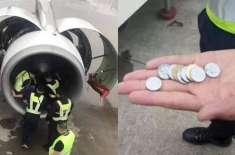 بوڑھی عورت نے محفوظ سفر کی دعا کرتے ہوئے جہاز کے انجن میں سکے پھینک ..