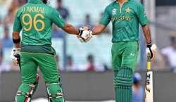 پی سی بی کا محمد حفیظ اور عمر اکمل کو قومی ٹیم سے باہر کرنے اور ویسٹ ..