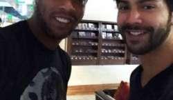 ورون دھون کی فٹ بالر رونالڈینو سے ملاقات