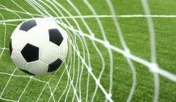 خواتین کیلئے مردوں کا فٹبال میچ دیکھنا غیر اسلا می قرار،بھارتی مفتی ..