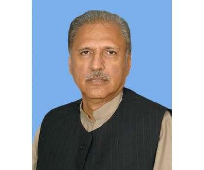 ڈاکٹر عارف علوی نے عباسی شہیداسپتال میں پی ٹی آئی کارکن عدنان کی عیادت ..