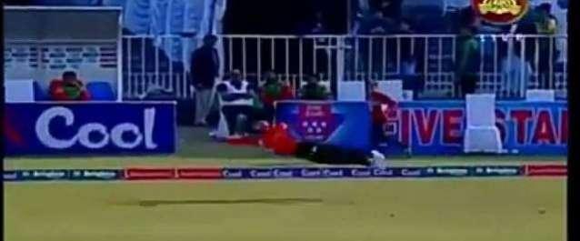 """""""سپر مین """"احمد شہزاد نے نیشنل ٹی ٹونٹی کے دوران شاندار کیچ پکڑ لیا"""