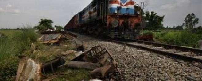 ٹوبہ ٹیک سنگھ:گوجرہ کےقریب کار شالیمار ایکسپریس کی زد میں آگئی