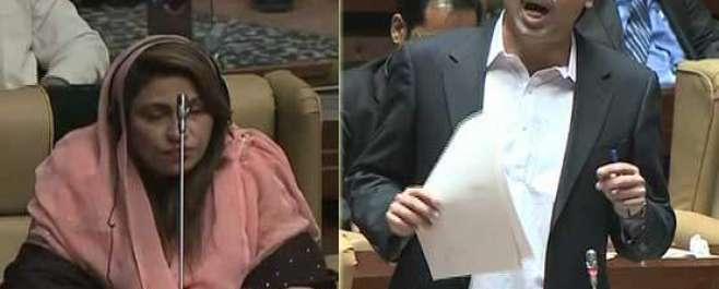 سندھ اسمبلی میں امداد پتافی نے نصرت سحر عباسی کے سر پر دوپٹہ اوڑھا دیا