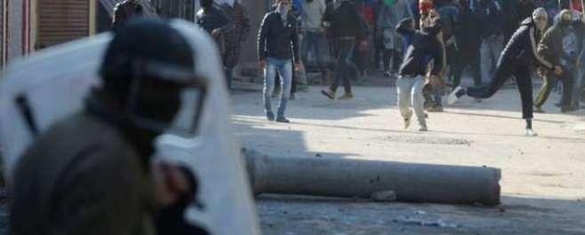 مقبوضہ کشمیر : گھر گھر تلاشی کے دوران جھڑپ، 4 نوجوان شہید ،3فوجی واصل ..