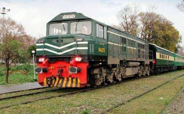لاہور سے نارووال جانے والی فیض احمد فیض ایکسپریس ٹرین کی دو بوگیاں ..