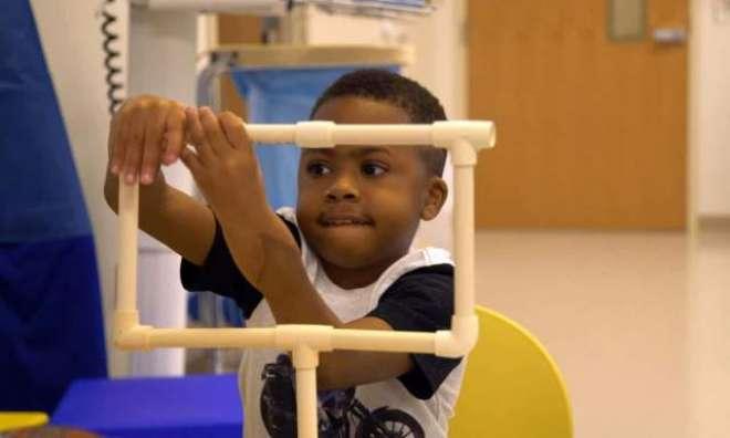 طبی تاریخ میں پہلی بار۔ بچے کے دونوں ہاتھوں کی تبدیلی کا آپریشن کامیاب ..