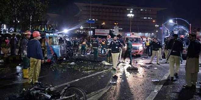 کراچی،سانحہ سہون کے سوگ میں وکلاء  کا عدالتی بائیکاٹ