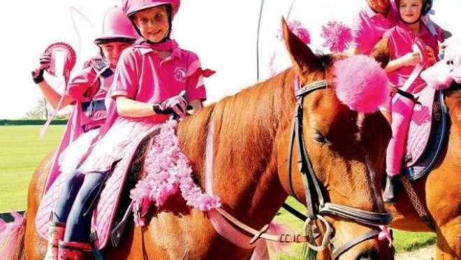 بریسٹ کینسر کے خلاف مہم پنک کاروان رائیڈ میں اس سال بچوں نے حصہ لے کر ..