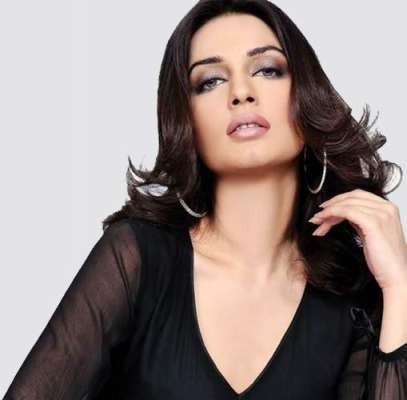 اداکارہ و ماڈل ایمان علی نے زندگی کی 38 بہاریں دیکھ لیں