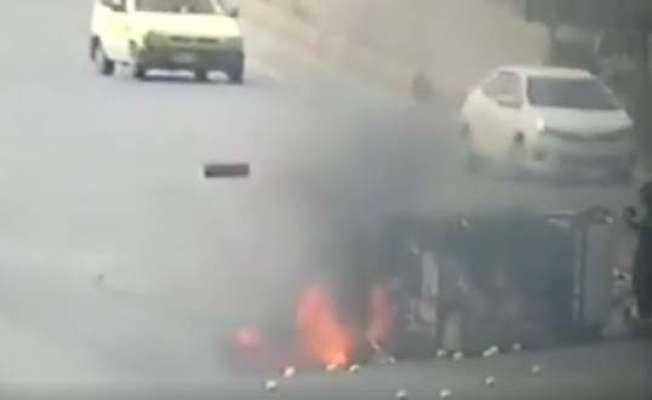 کشمیرہائی وے پرگاڑی کوحادثہ،اللہ نےڈرائیورکوبچانےکیلئےفرشتہ نماانسان ..