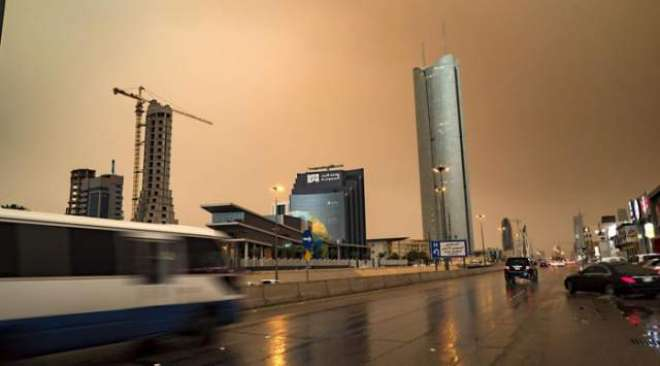 سعودی عرب کے کئی شہر غبار آلود موسم کی لپیٹ میں،تعلیمی سرگرمیاں معطل