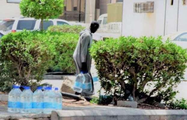 ماہ رمضان کےدوران آب زم زم کی مہنگی بوتلیں فراڈکے ذریعے فروخت کی جاتی ..