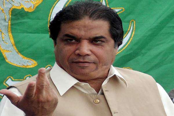 شیخ رشید کے اکاؤنٹ میں مہینے میں بھاری بھرکم رقم آتی ہے،حنیف عباسی