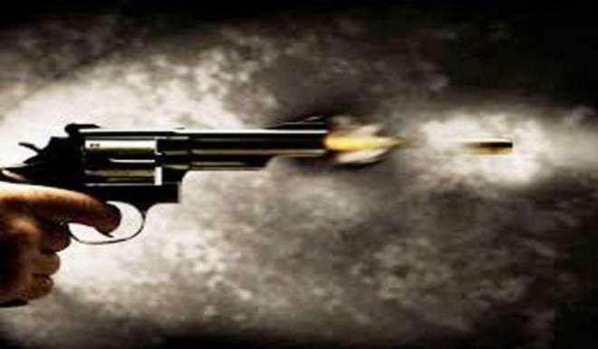 کراچی میں مسلح ملزمان نے ٹریفک سب انسپکٹر پر فائرنگ کردی