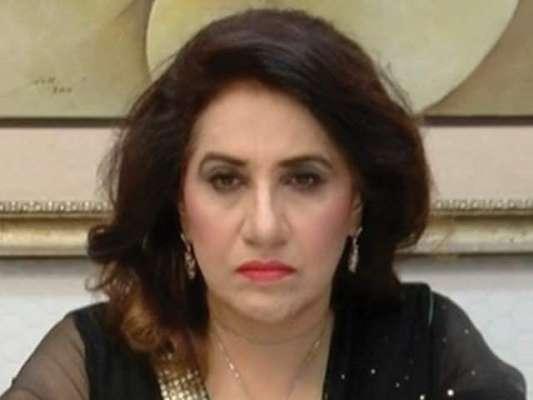 پاکستان تحریک انصاف کی رہنما عظمیٰ کاردار نے سگریٹ پینے کی حمایت کر ..