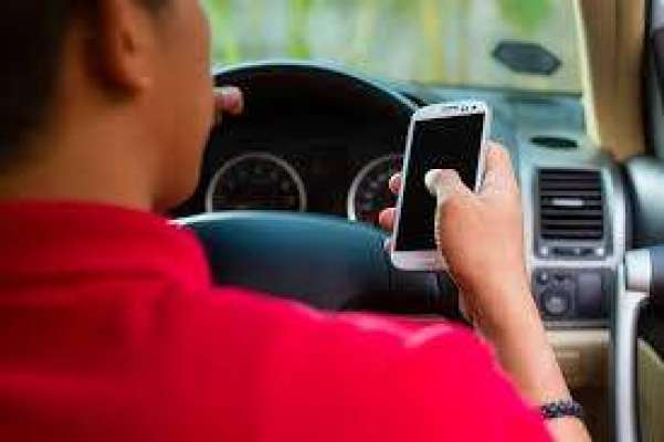 کویت ،دوران ڈرائیونگ موبائل فون استعمال کرنے پر گاڑی ضبط کر لی جائے ..