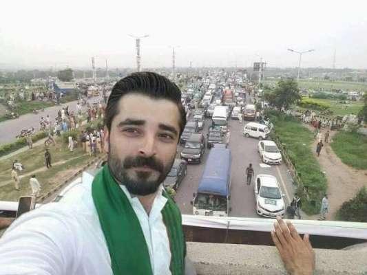 مسلم لیگ ن کی سوشل میڈیا ٹیم نے اداکار حمزہ علی عباسی کو پارٹی میں شامل ..