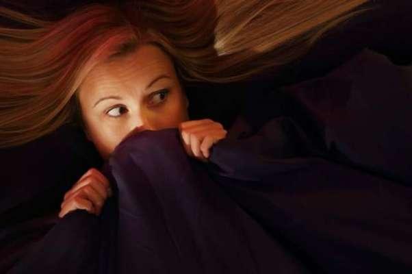 بالغ افراد کی ایک بڑی تعداد اندھیرے سے ڈرتی ہے اور بستر کے نیچے بھوت ..