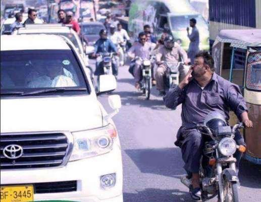 کراچی کی سڑکوں پر بغیر پروٹوکول کے سفر،عمران خان کے لیے شہری کی جانب ..