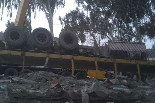 کلرکہار سالٹ رینچ کے علاقے میں ٹرالر الٹنے سے 4 افراد جاں بحق