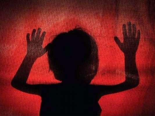 وحشی درندہ 8 سالہ بچی کوزیادتی کے بعد مرنے کے لیے چھوڑ گیا، نیم مردہ ..