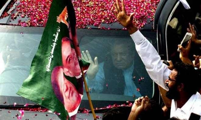 نواز شریف کی لاہور واپسی،استقبالیہ ریلی کے شرکاء پر فضا سے پھولوں کی ..