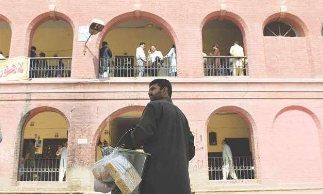 کراچی کی سٹی کورٹ نے غفلت سے موٹرسائیکل چلانے پر ملزم کو انوکھی سزا ..