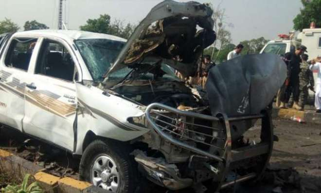حیات آباد پشاور میں فرنٹیئر کور کی گاڑی پر خودکش حملے میں 2 سیکورٹی ..